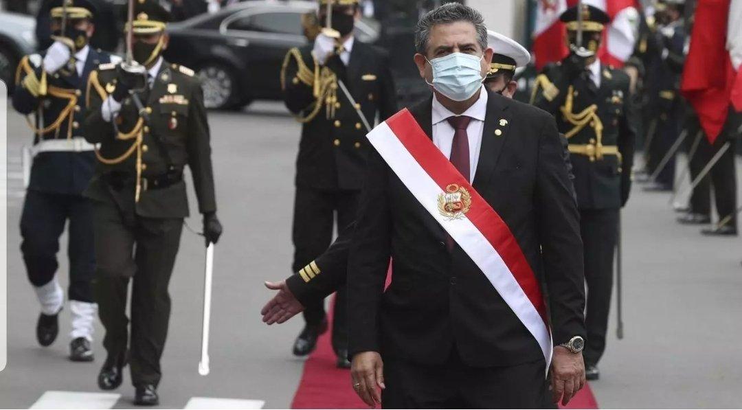Merino renonce á la présidence au Pérou